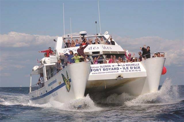 Saint Denis Croisieres Liaisons Maritimes à La Rochelle La Rochelle Tourisme